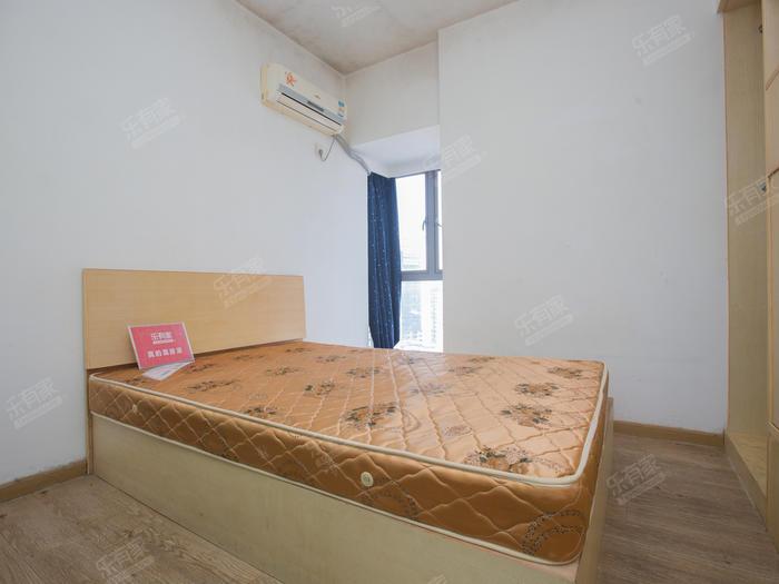 深蓝公寓精装一房一厅,诚心出租!
