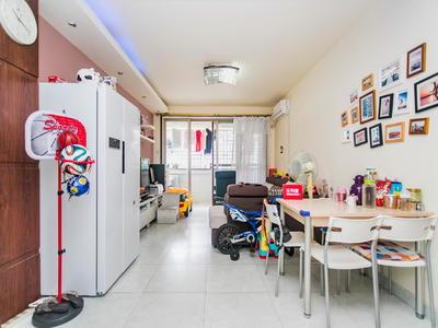 汇龙苑:地铁口物业、精装修三房、诚心出售