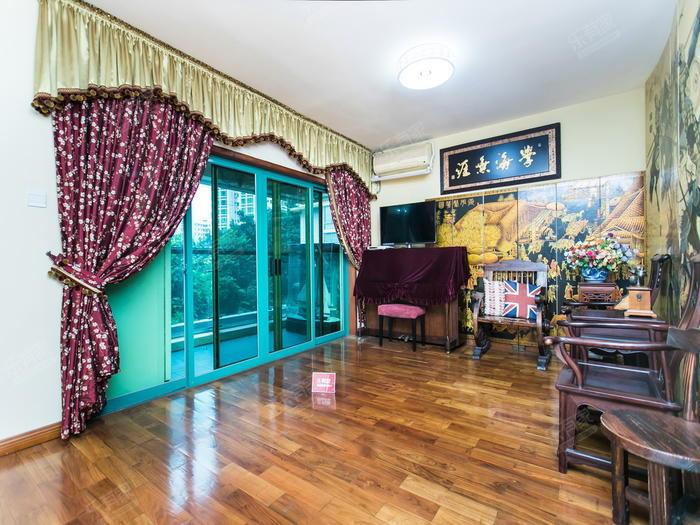 二期大三房,主次卧充分利用,且有空间余,客厅侧出阳台南北通透