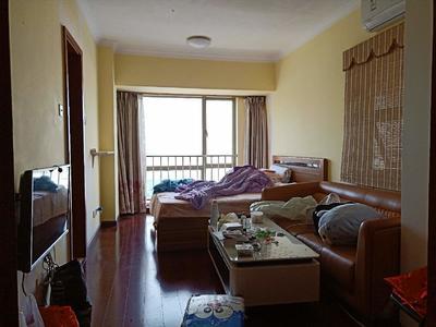 装修简洁而不失大气,米黄色墙体配酒红色木地板,视觉效果很舒适