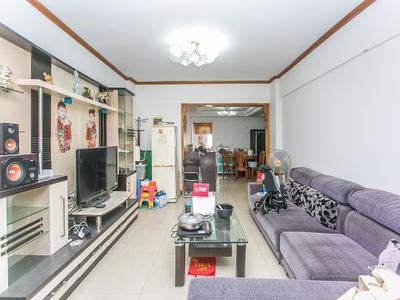宝城花园,地铁口三房,住家装修,诚心出售