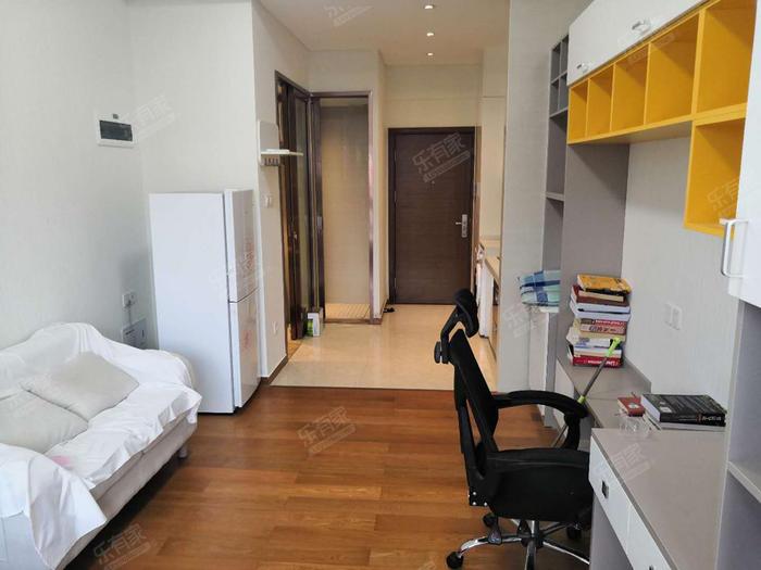 豪华配置1房,拎包入住,业主急租,看房方便